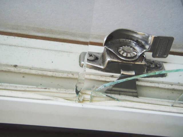 ガラストラブル空き巣被害画像